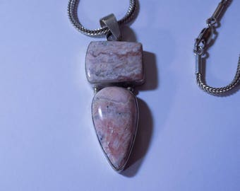 Lovely Agate Sterling Silver pendant and chain