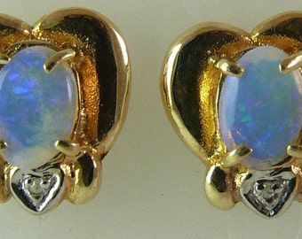 Opal Stud Earring 0.85ct 14k Yellow Gold
