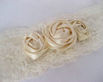 Wedding garter Handmade Lace Broach Flowers Roses Ivory Bridal Accessories