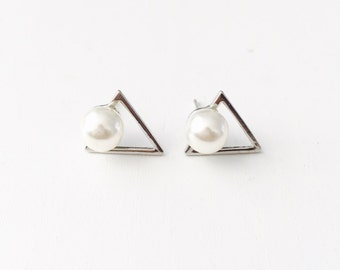 Small triangle pearl earrings