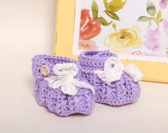 Baby girl booties-Booties and crib shoes-Crochet baby booties-Newborn booties-Newborn Gift-Purple baby booties-Lace detail purple booties