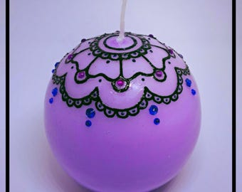 Round purple henna candle