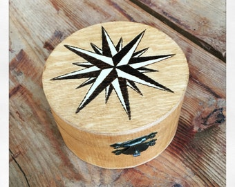Compass rose on wooden box - Pyrography