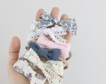 Headbands for baby / child nylon - loops in tissue and knotted - flowers, lace, pink, denim, etc - your choice aspect!