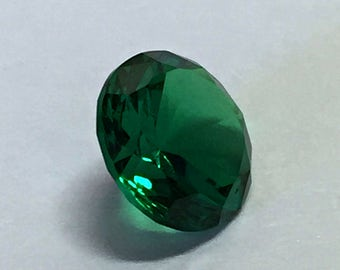 Emerald dark #0/2. Round 7 mm. 1 Ct. Monosital created gemstone.