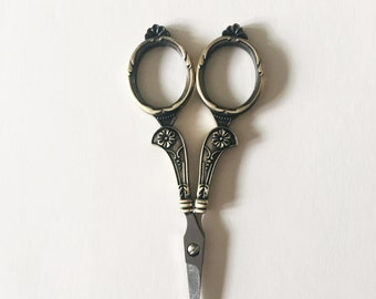 Bronze Vintage Style Scissors/Floral Scissors/Embroidery Scissors/Cross Stitch Scissors/Small Scissors/Mini Scissors/Pretty Scissors