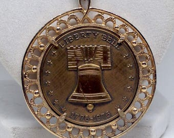Stunning Liberty Bell 1776 Gold Tone VIntage Estate Necklace