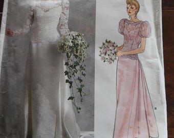 Vogue 1829 Women's Vintage Bride And Bridesmaids Wedding Gowns Sewing Pattern