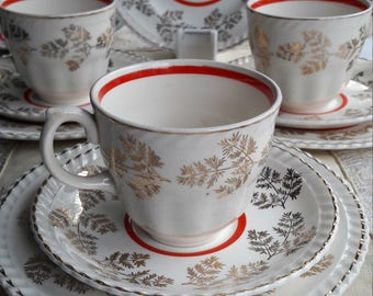 Absolutely stunning vintage 1950's trios , set of four christmas red and gold chitz trio's