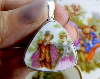 Vintage Couple Portrait Pendant, fine bone china old English country scene, Two Skies FREE WORLDWIDE DELIVERY, Plate, Highland Gems (7353)