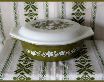 Pyrex #043 Spring Blossom Green - Crazy Daisy 1.5 qt Oval Casserole Dish with Matching Opal Lid - Vintage 1970's