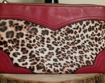 Textured rockabilly leopard print clutch bag.