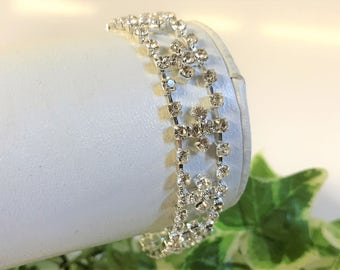 A Beautiful Sparkly Silver Tone and Clear Diamante  Bracelet