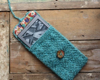 Turquoise knitted kindle e-reader/tablet case