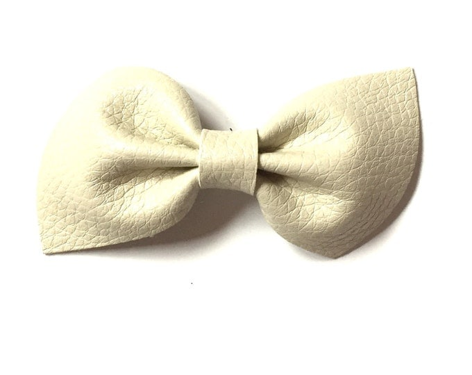 Leather Brooke Bow || white