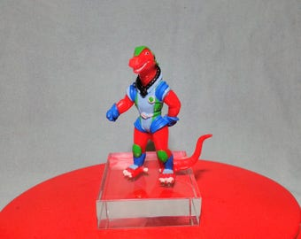 Ancient figure of Dinosaucers Yolanda 1986 as new