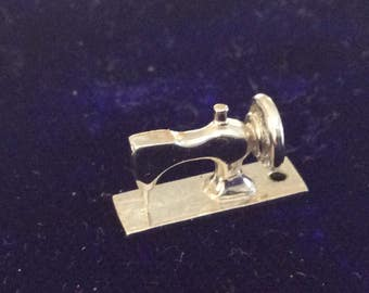 Sterling silver sewing machine charm vintage #198D