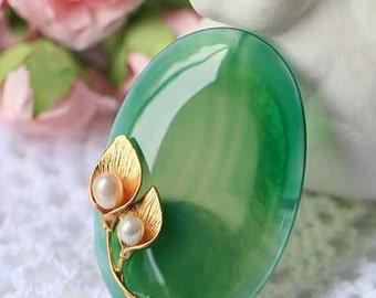 Elegant genuine freshwater baroque pearl & precious green agate brooch/pendant