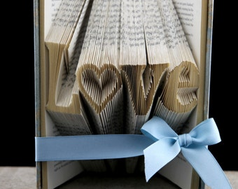 Book Wedding Centerpiece, Unique Wedding Decoration, Wedding Signs, Wedding Guestbook Decoration, Unique Guestbooks, Guestbook Table Decor