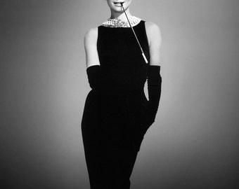 "Audrey Hepburn in Film ""Breakfast at Tiffany's"" - 5X7 or 8X10 Publicity Photo (NN-216)"