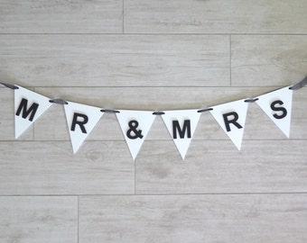 Wedding Sign - Mr and Mrs wooden bunting - Wedding banner - Wedding decorations and photo props - Mr and Mrs Wedding Decor