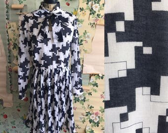 Vintage 1960s Leslie Fay Geometric Mini Crystal Pleat Mod Dress. Medium. Pussy bow, fit and flare.
