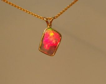 Brilliant red opal pendant 9ct gold.