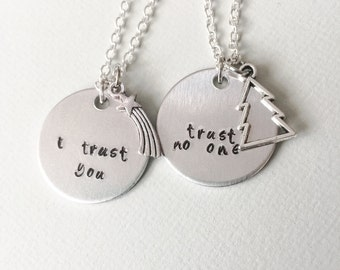 Gravity Falls, gravity falls necklace, dipper pines, mabel pines, trust no one, couples necklace, bff necklace, geek gift, couples jewelry
