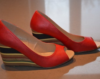 Sale $ 10! Red high shoes, multicoloured wedge 8