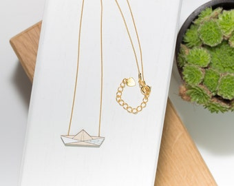 Boat necklace in natural wood (white/silver) and his gold chain