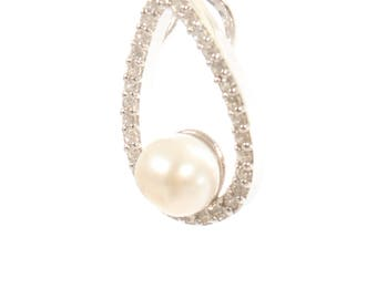Sterling Silver Teardrop Freshwater Pearl and Diamante Pendant with Freshwater Pearl Pendant with FREE Sterling Silver Chain