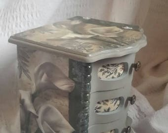 Shabby chic jewellery box musical jewelry box lillies and pearls with lace vintage 1970's upcycled jewelry cabinet