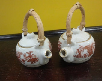 Pair of chinese miniature tea pots   height size 11cm