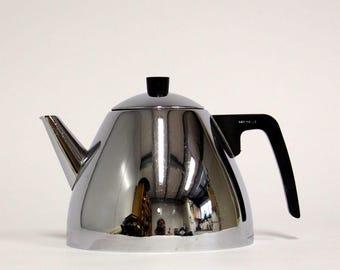 Tea pot by Nelle-D