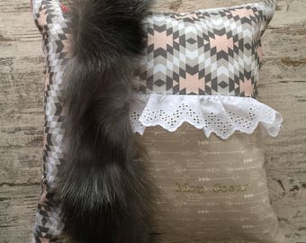 Decorative cotton pillow with recycled fur