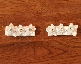 Infant Hair Clips,Handcrafted Hair Clips,Girls hair clips,White flowers with crystal accent,White fabric covered alligator hair clip