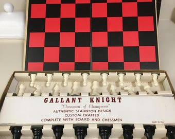 Vintage valiant night chess set in great condition