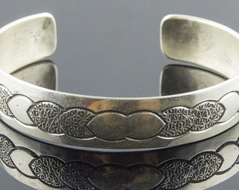 Lovely Navajo Bangle Uniquely Designed .925 Sterling Silver