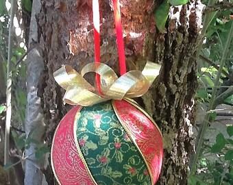 Red and green Kimekomi Christmas ornament