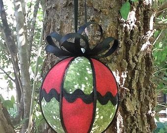 Green and red Kimekomi Christmas ornament