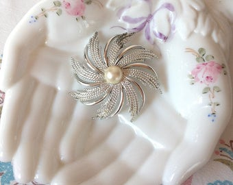 Vintage Silver Toned With Faux Pearl Pinwheel Sarah Coventry Brooch, Vintage Brooch, Vintage Pin, Silver Brooch, Silver Pin, Retro Brooch