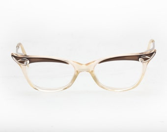 Super glamourous Birch cat's eye model, Warm clear and brown acetate embellished by golden metal parts, genuine from the '50s, gently used