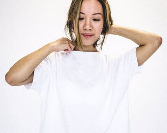 White t-shirt | Sweater woman | White sweater | Organic cotton clothing | Eco clothing | Ecological | Made in Quebec