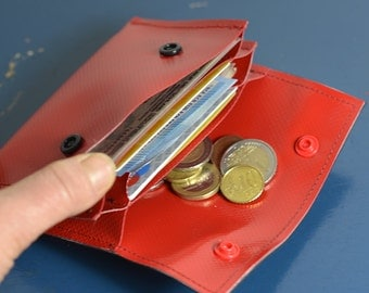 Upcycling wallet red tarpaulin and tube, stable and robust