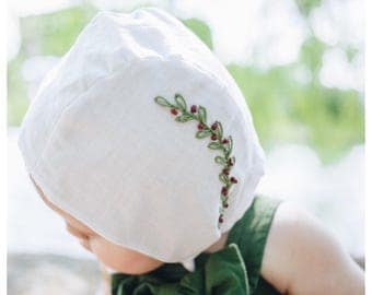 Ellie- Embroidered reversible bonnet for your little one.