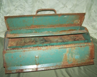 Awesome Rusty Vintage Toolbox