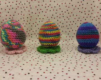 Amigurumi Easter Egg with flower shaped stand