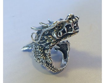 Dragon adjustable ring. Sterling Silver with onyx eyes.