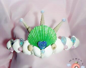 Pretty minimalistic mermaid crown