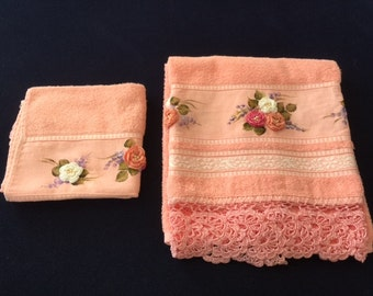 Pink Towel Set with a Multicolor Rose Design
